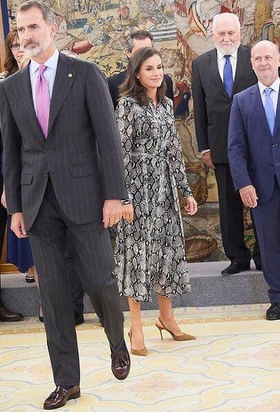 Queen-Letizia-in-Massimo-Dutti-7.jpg