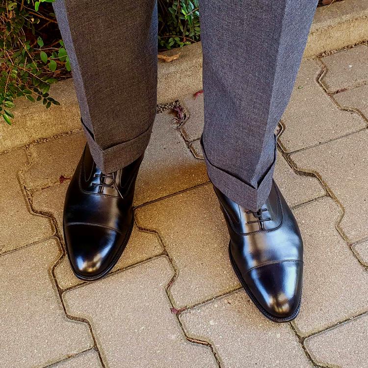 shoes_01_edited.thumb.png.2e381d4a33f610da39dfa81fededb867.png