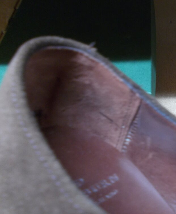 20034-13 UK7½-US8 - lining seam tear.JPG